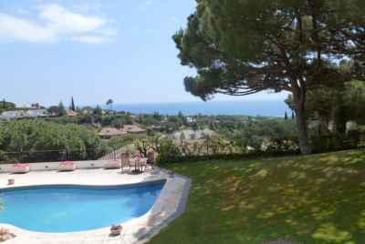 Вилла в Испании с видом на море в элитной урбанизации на побережье Коста Маресме
